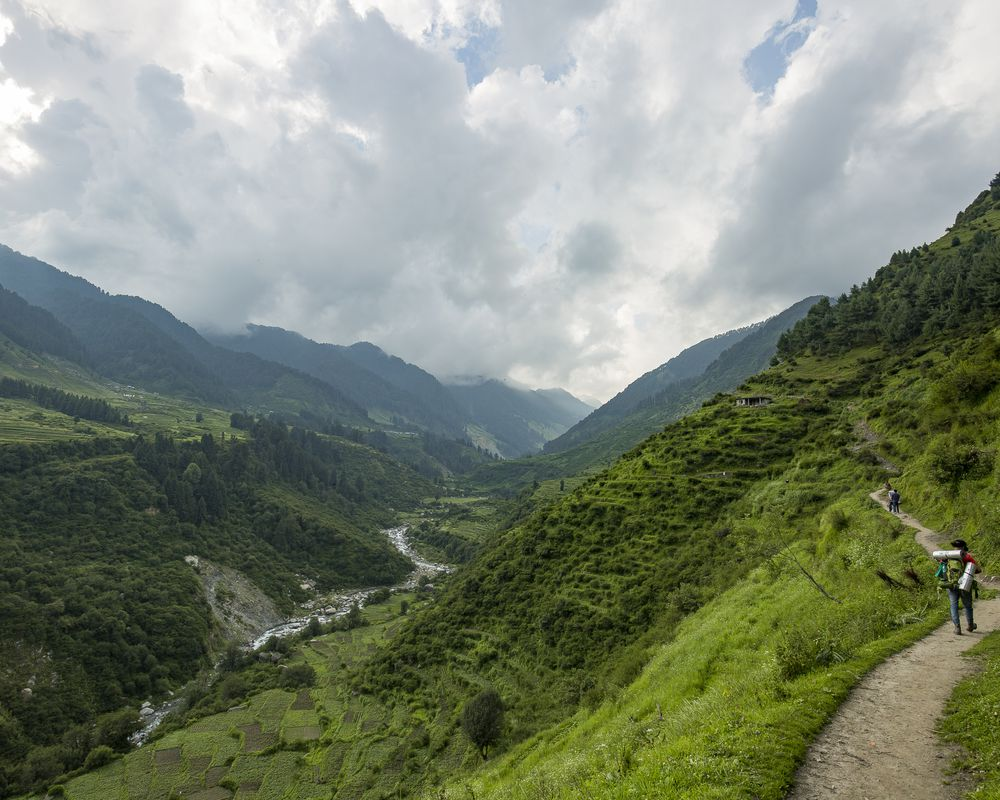 The hiking trail of Rajgundha Valley's Bir 360 degree trek