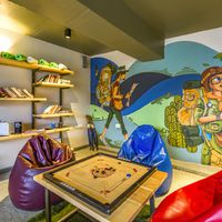 Guitar and Carrom alongwith books in the common room of Zostel Panchgani