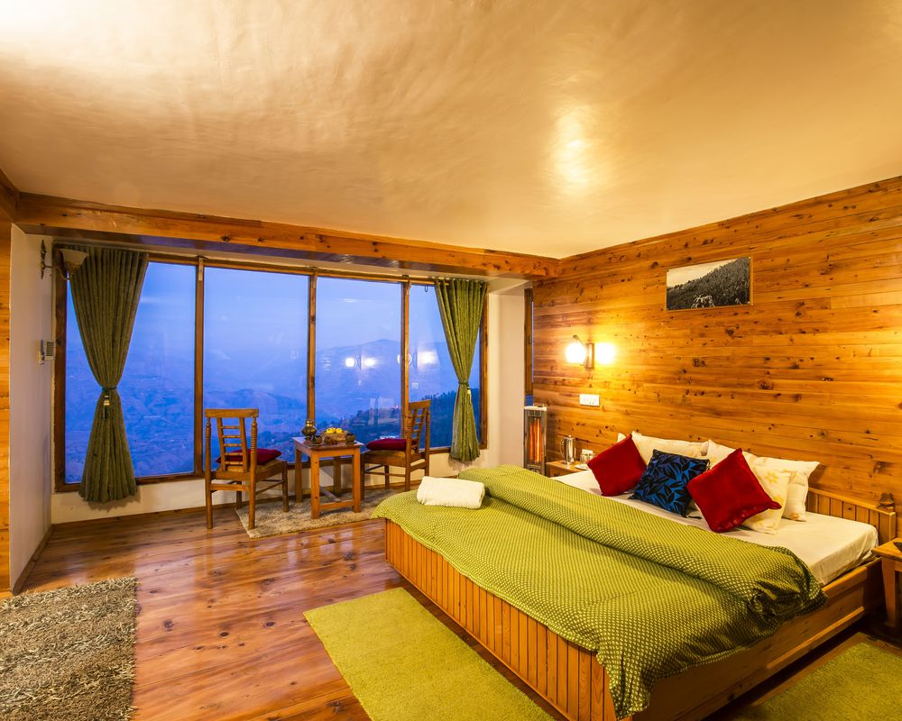 Cosy private room of ZostelX Cheog, Shimla