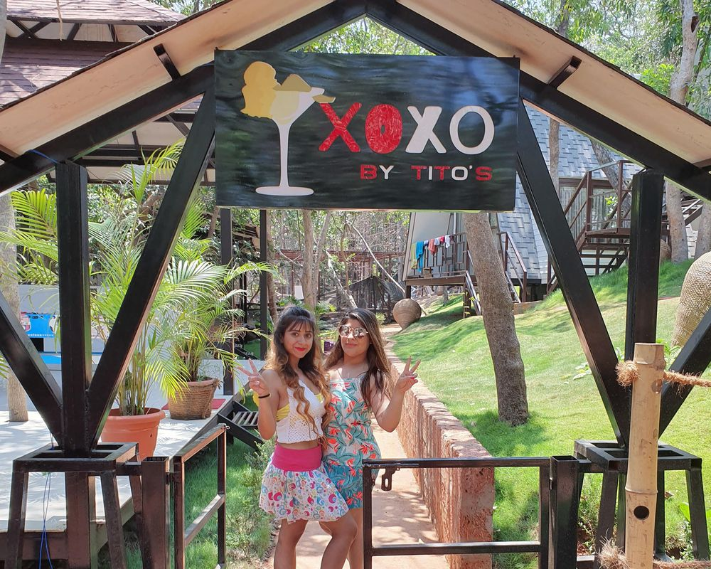 "title=""XOXO"