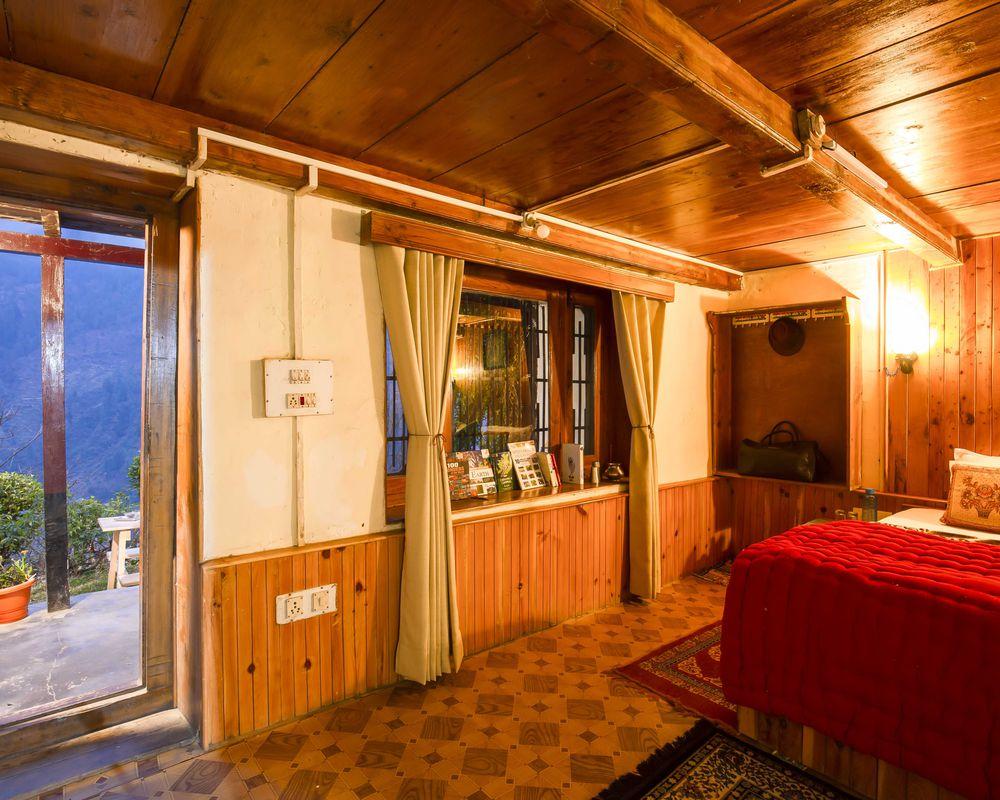 Private room of ZostelX Laida Jibhi