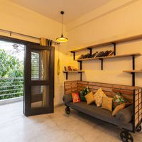 Cosy library in our backpacker hostel in South Delhi