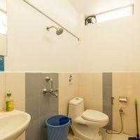 Neat and clean washrooms of Zostel Mukteshwar